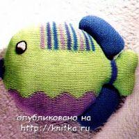 Вязаная спицами игрушка – рыба