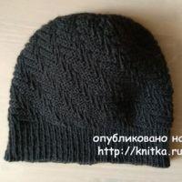 Мужская шапка спицами. Работа Александры Карвелис