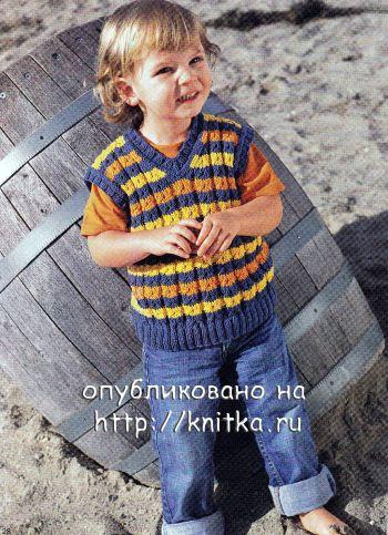 Полосатый жилет для мальчика спицами