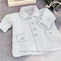 Вязаное спицами пальто для малыша