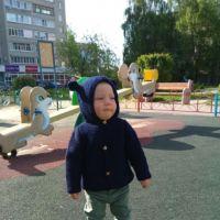 Детская кофта с ушками на пуговицах. Работа Надежды Поповой