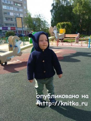 Детская кофта с ушками на пуговицах. Работа Надежды Поповой. Вязание спицами.