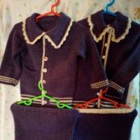 Классический костюм спицами для девочек на 2 – года