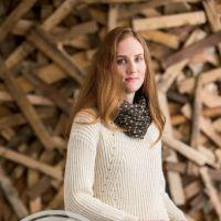 Вяжем спицами модные женские свитера