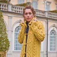Вяжем модное пальто спицами для женщин