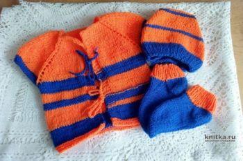 Яркий комплект для Арсения: жилет, носки и чепчик спицами. Вязание спицами.