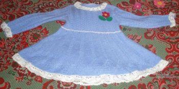 Платье спицами для девочки. Работа Елены. Вязание спицами.