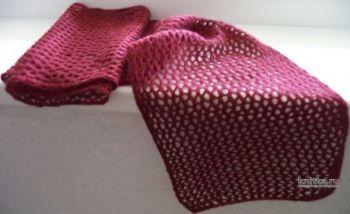 Ажурный вепростой шарф, связанный спицами