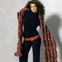 Эффектный шарф, связанный спицами
