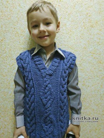 Жилет для мальчика с узором косы, описание и видео-урок