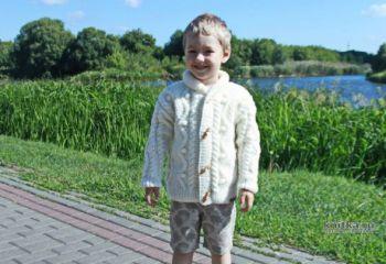 Красивый вязанный жакет для мальчика спицами. Описание и видео-урок