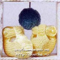 Желтые вязаные пинетки для малышей