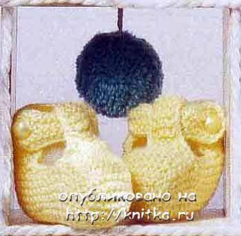 Желтые вязаные пинетки для малышей. Вязание спицами.