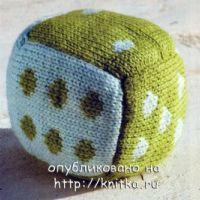 Вязаная игрушка кубик