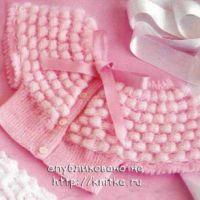 Розовая накидка, связанная спицами