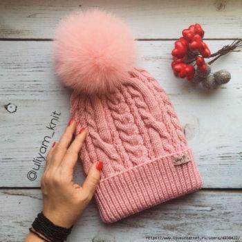 Описание шапки с косами для девочки, связанной спицами