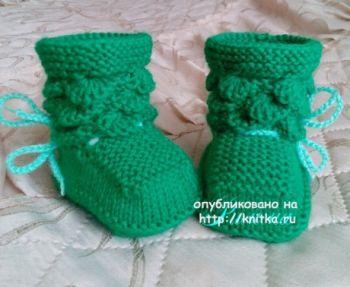 Пинетки сапожки спицами для малыша Крокодильчики