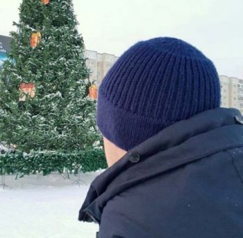 Мужская шапка - бини спицами наоборот