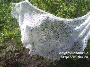 Вязанная спицами шаль Рябиновые бусы