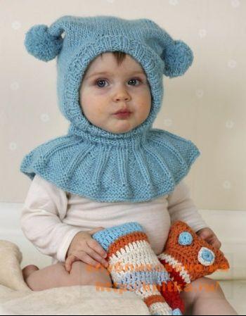 Детская шапка-шлем с помпонами