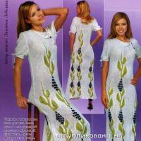 Вязаное спицами платье с растительным орнаментом