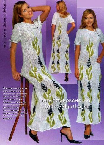Вязаное спицами платье с растительным орнаментом. Вязание спицами.