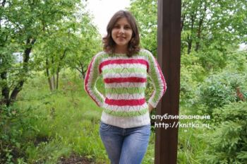 Вязаный весенний свитер спицами