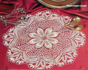 Белая салфетка, связанная спицами. Вязание спицами.