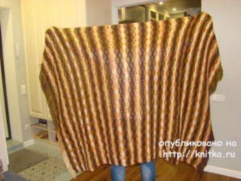 Вязаное спицами покрывало