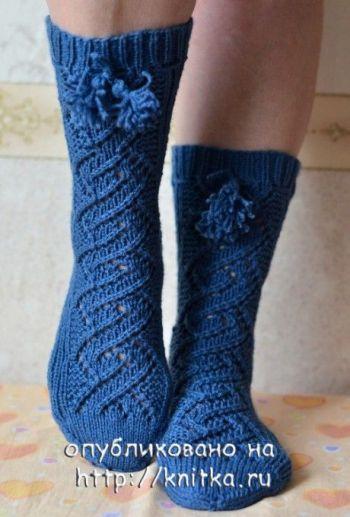 Тёплые ажурные носки с декоративной полосой, описание и схема