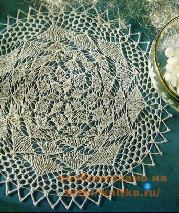 Ажурная салфетка с бусинами. Вязание спицами.