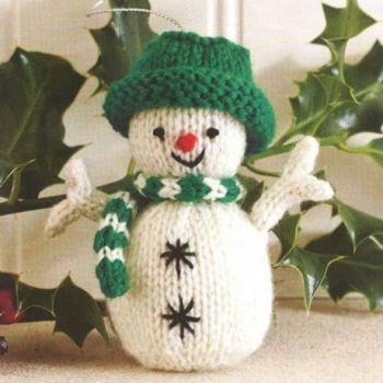 Снеговик спицами - новогоднее украшение