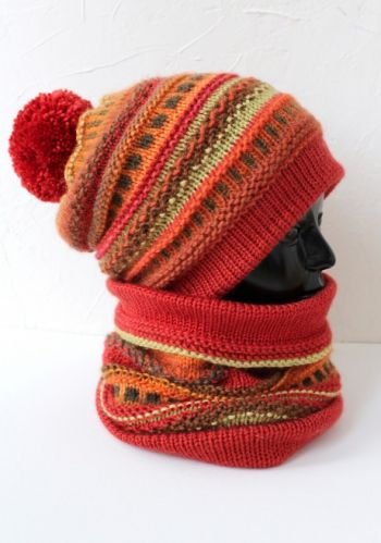 Комплект из шапки-бини и снуда спицами