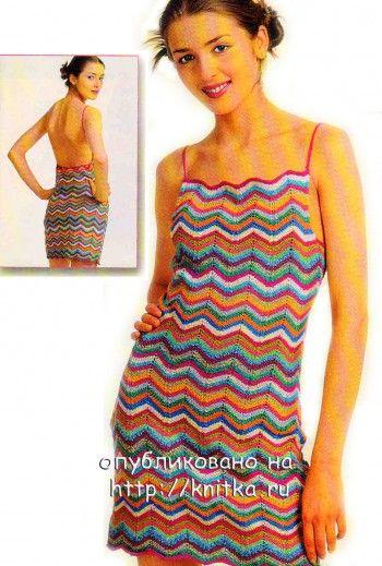 Полосатое летнее платье, связанное спицами