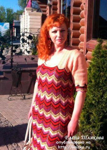 Вязаное женское платье спицами. Работа Елены Шляковой