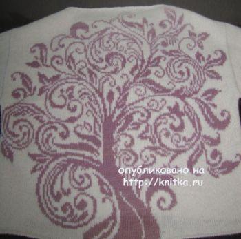 Пуловер спицами Древо жизни. Работа Арины