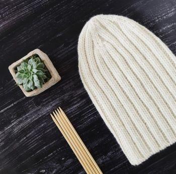 Как быстро связать шапку бини спицами