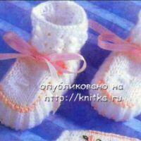 Белые пинетки с розовой ленточкой