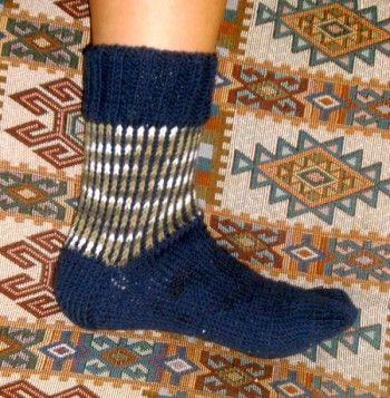 Вязание цветных носков на двух спицах. Вязание спицами.