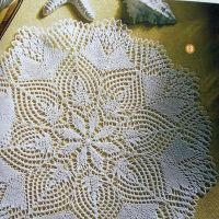 Белая ажурная салфетка