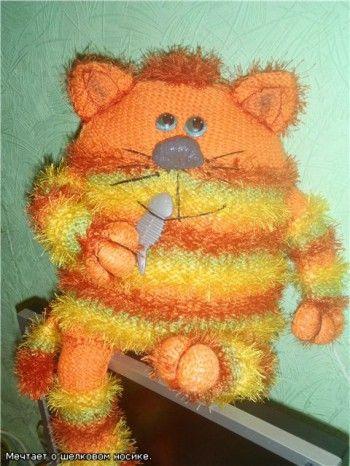 Апельсиновый кот-подушка!. Вязание спицами.