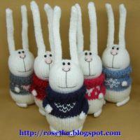 Вязаные спицами зайцы