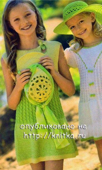 Желто-зеленое платье для девочки. Вязание спицами.