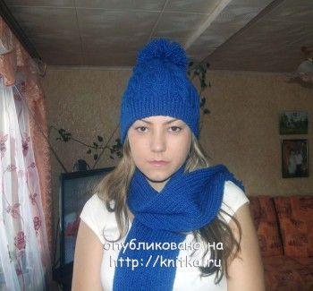 Синий комплект: шапка и шарф. Вязание спицами.