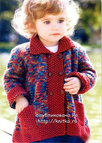 Вязаное пальто спицами для маленькой девочки
