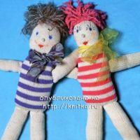 Вязаная спицами куколка