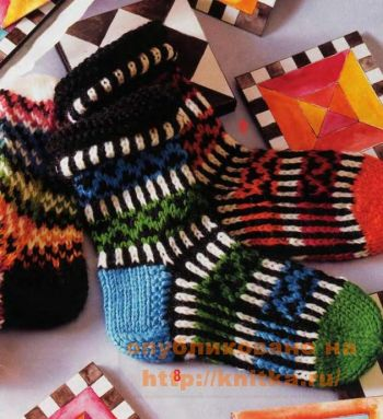 Узорные жаккардовые носки на 5 спицах