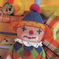 Вязаная игрушка клоун