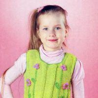 Зеленый жилет для девочки с цветами