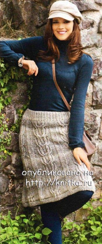 Вязаная спицами юбка с косами